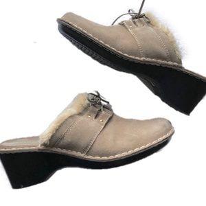 BareTraps Size 10 Suede Decoy Clogs Tan Slip-On